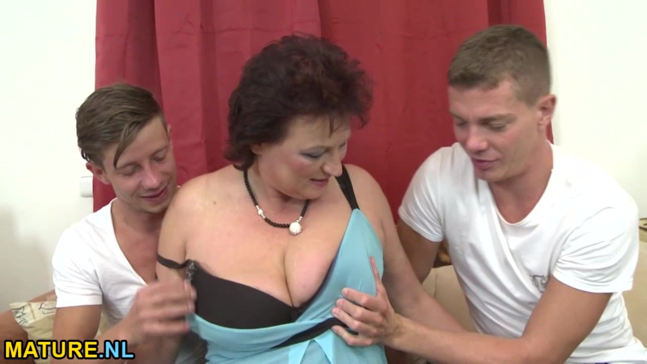 Порно винтаж мама сын тетя